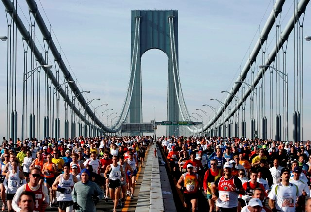Runners cross the Verrazano Narrows Bridge at the start of the ING New York City Marathon Sunday, Nov. 2, 2008 in New York.  (AP Photo/Jason DeCrow)